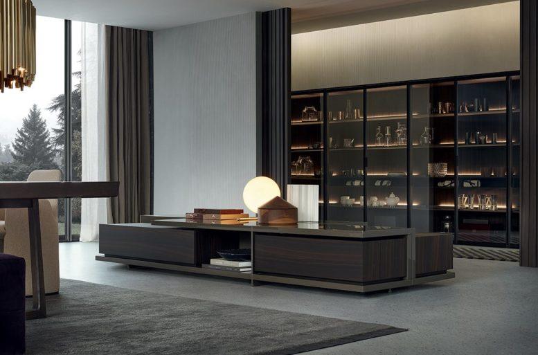 Il sistema libreria Wall System offre un'ampia scelta di elementi speciali e accessori come cassetti, ante in vetro o legno con ogni tipo di apertura.