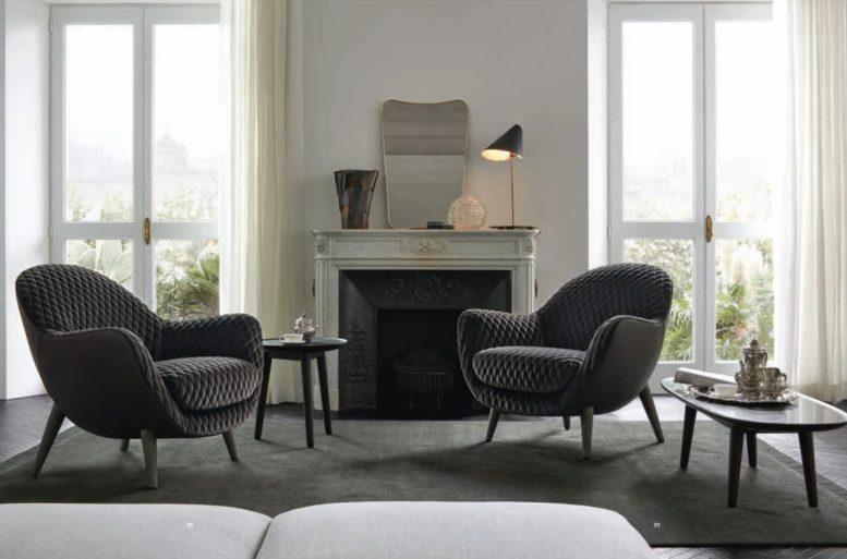 La zona giorno è arricchita da un angolo per la lettura e la meditazione, grazie ai toni neutri delle sedute e del tappeto. Poltrone Mad Queen