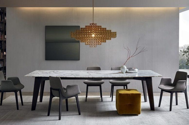 Nella zona pranzo l'accostamento di materiali di alta qualità molto diversi tra loro crea un'atmosfera ricca e sobria.  Tavolo Howard di Jean-Marie Massaud