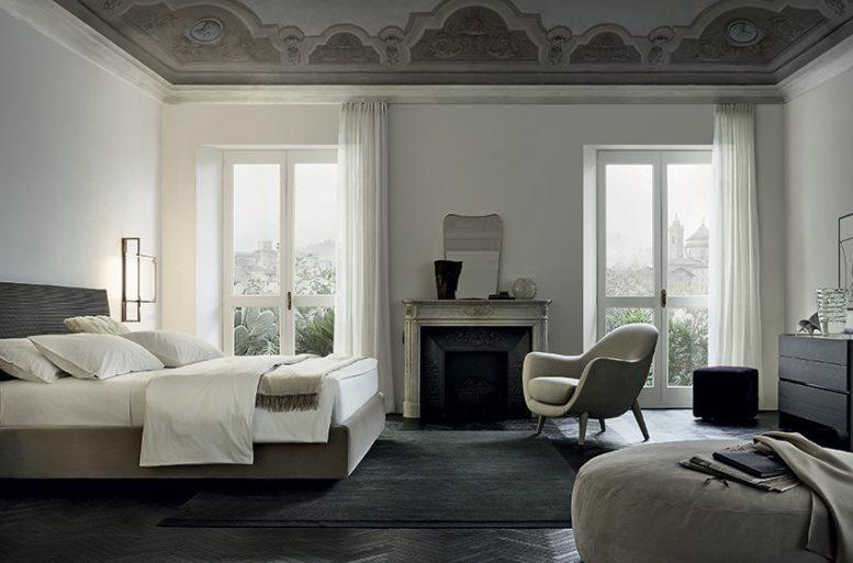 Una soluzione di contrasti e ombre bilanciati per un appartamento dal tono deciso.
