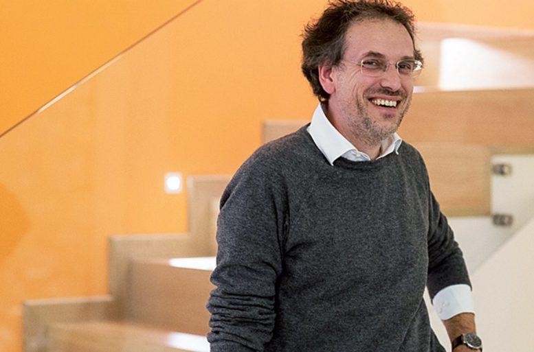 L'architetto Stefano Galli, che ha condiviso il percorso con Ballarini Interni nella selezione degli elementi di arredo e della loro definizione stilistica materica e cromatica.